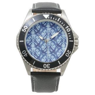 Relógio com branco azul da cara da tintura do laço