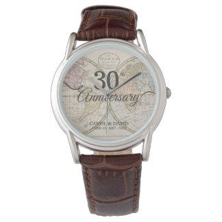 Relógio Comemorando o 30o aniversário. Mapa de mundo do