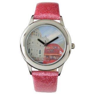 Relógio cor-de-rosa da correia do brilho do miúdo