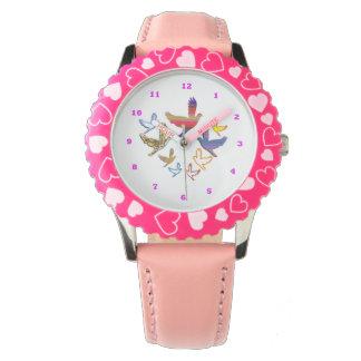 Relógio cor-de-rosa de aço inoxidável dos corações