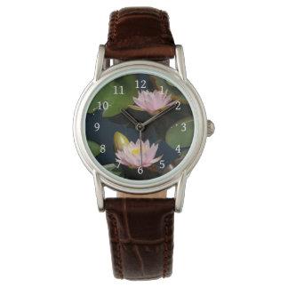 Relógio cor-de-rosa de Lotus Waterlilies