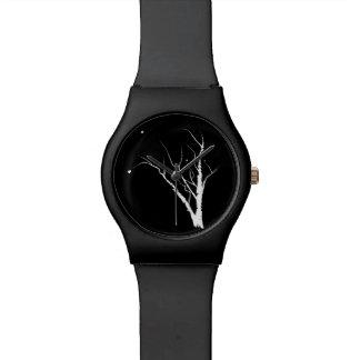 Relógio da árvore do outono preto e branco