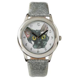 Relógio da correia do brilho da prata do gato