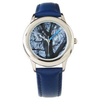 Relógio da fotografia da silhueta da árvore