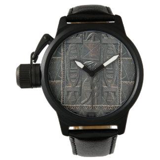 Relógio de cinzeladura tribal