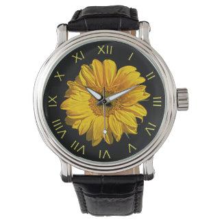Relógio de homens romano amarelo dos números do