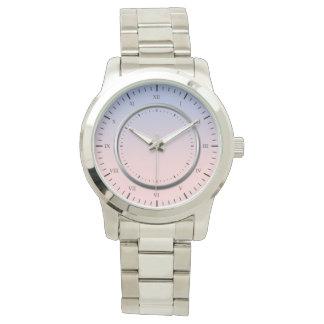 relógio de prata do bracelete das cores pastel
