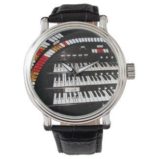 Relógio de pulso antigo do teclado do órgão,