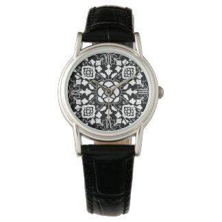 Relógio De Pulso Azulejo marroquino floral, preto e branco