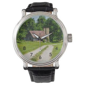 Relógio De Pulso Caminho através de uma fazenda