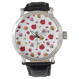 Relógio De Pulso colagem dos rosas no fundo branco
