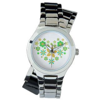 Relógio de pulso com coração florido