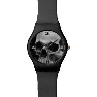 Relógio de pulso do crânio do gótico