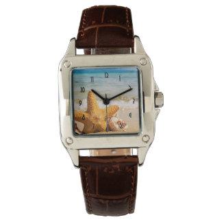 Relógio De Pulso Estrela do mar e Seashells na praia