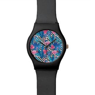 Relógio De Pulso Flamingo & palmas no teste padrão geométrico
