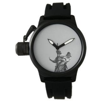 Relógio De Pulso Foto simples, moderna da gaivota sobre a estátua