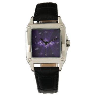 Relógio De Pulso Fractal branco no fundo roxo