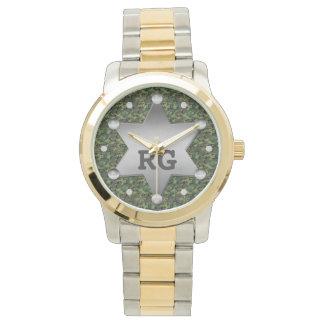 Relógio De Pulso Monograma verde do crachá do xerife do teste