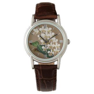 Relógio De Pulso Orquídeas brancas impressão botânico, fundo de Tan