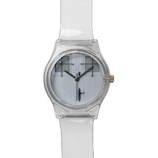 Relógio De Pulso Porta de madeira branca com trabalhos pretos do
