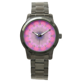 Relógio de pulso preto desproporcionado do