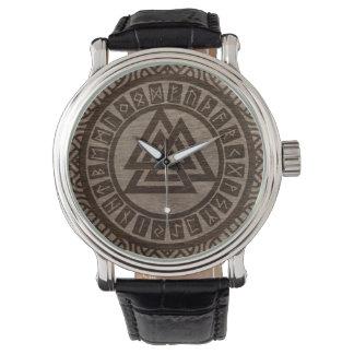 Relógio De Pulso Símbolo e Runes de Valknut no teste padrão celta