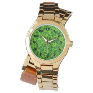 Relógio De Pulso Trevos verdes frondosos com gotas de água