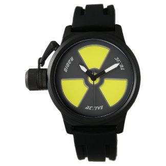 """Relógio Design """"radioativo"""" para o bravo"""