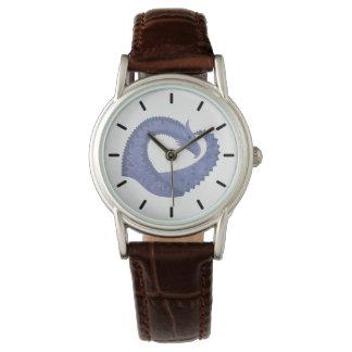 Relógio dragão Azul-cinzento do coração no branco