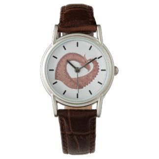 Relógio Dragão do coração de Brown no branco