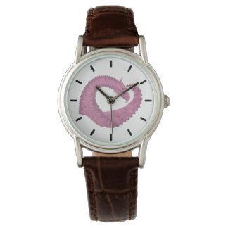 Relógio Dragão malva do coração no branco