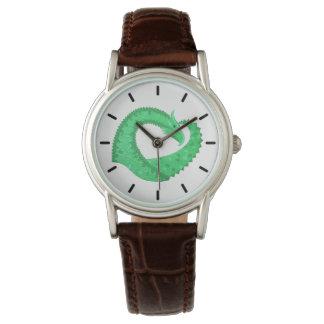 Relógio Dragão verde do coração no branco