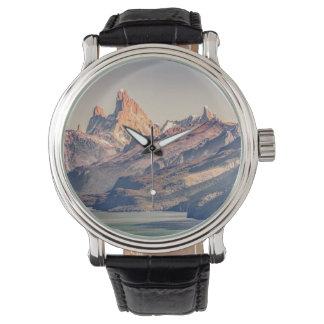 Relógio Fitz Roy e montanhas de Poincenot Andes -
