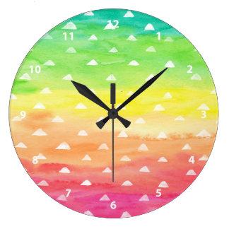 Relógio Grande A aguarela colorida listra os triângulos brancos