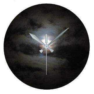 Relógio Grande A nuvem cobriu o pulso de disparo de parede da lua