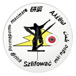 Relógio Grande a roupa do skate da moagem ostenta o logotipo