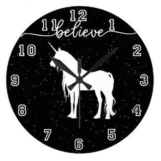 Relógio Grande Acredite no fundo estrelado do céu do design dos