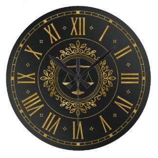 Relógio Grande Advogado em escalas ornamentado douradas da lei |