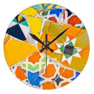 Relógio Grande Azulejos de Parc Guell na espanha de Barcelona