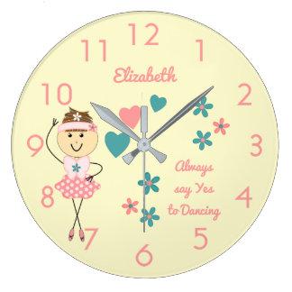 Relógio Grande Bailarina cor-de-rosa conhecida personalizada