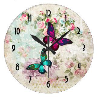 Relógio Grande Borboletas cor-de-rosa e verdes em rosas gastos do