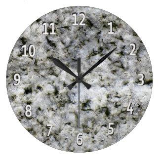 Relógio Grande Branco da rocha do granito com dígitos brancos