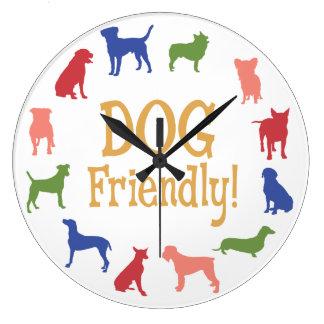 Relógio Grande Cão amigável com raças diferentes nas cores