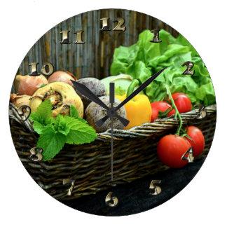 Relógio Grande Colheita vegetal da acção de graças em uma cesta