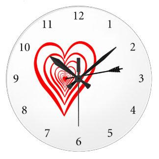 Relógio Grande Coração alvo com seta