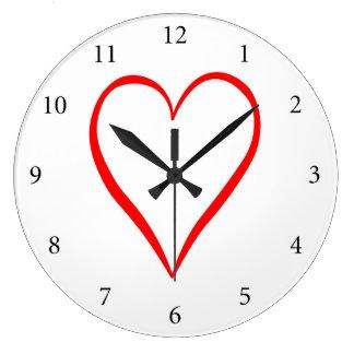 Relógio Grande Coração pintado em pano de fundo branco
