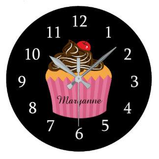 Relógio Grande Cupcake cor-de-rosa bonito na cozinha