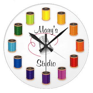 Relógio Grande Dedal, agulha e linhas Sewing
