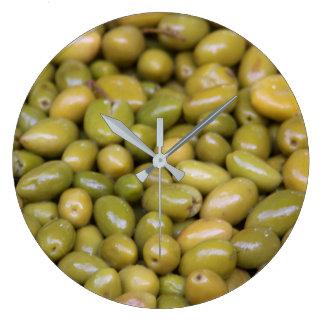 Relógio Grande Feche acima das azeitonas verdes