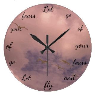 Relógio Grande Let vai de seu design inspirado bonito dos medos